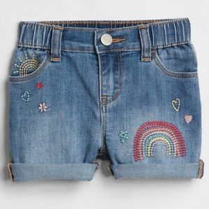 NWT embroidered GAP shorts